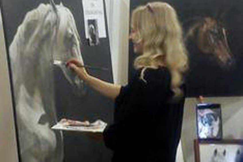 Painting demonstration by artist Pippa Elton